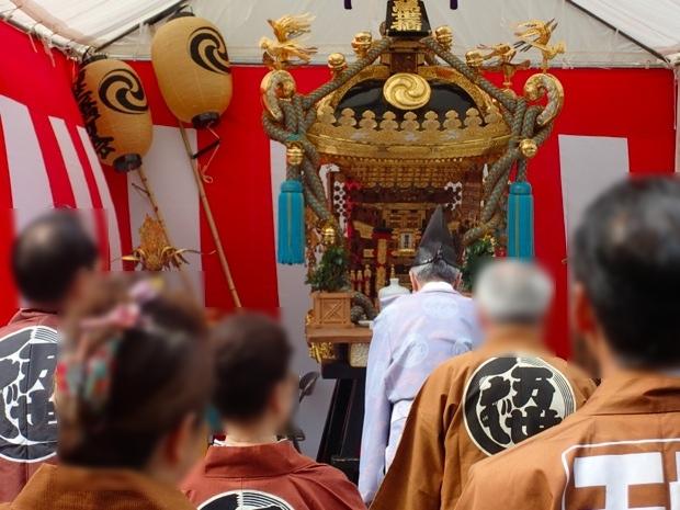 万世橋町会の神輿神霊入れの様子